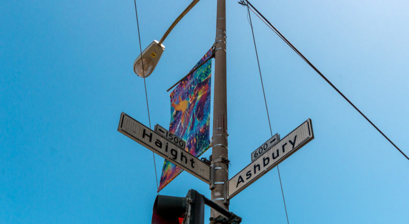 Die berühmte Straßenkreuzung, die dem Viertel seinen Namen gab: Haight und Ashbury