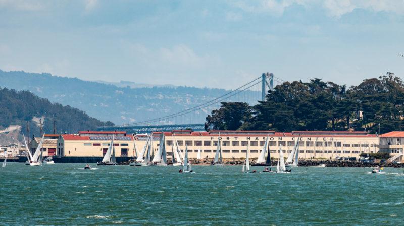 Fort Mason und im Hintergrund die San Francisco Oakland Bay Bridge