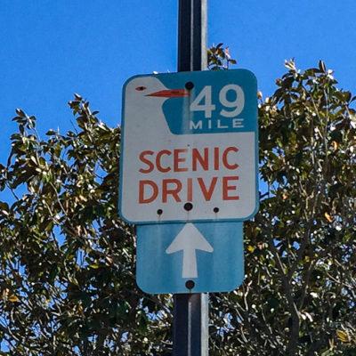 Hinweisschild auf den 49 Mile Scenic Drive