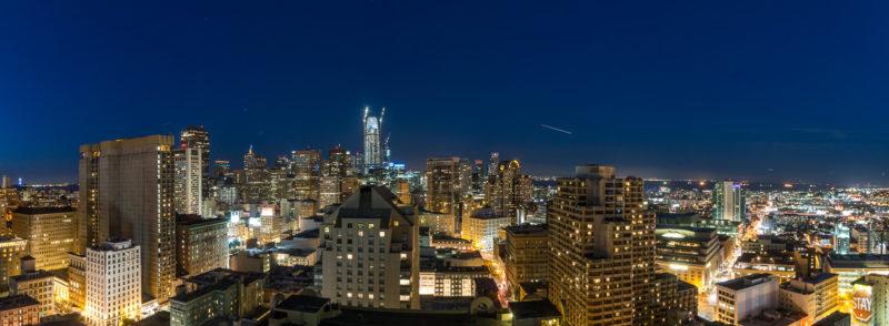 Nächtliches Panorama von Downtown San Francisco