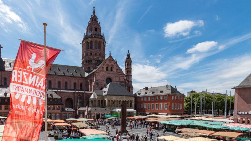 Wochenmarkt vor dem Mainzer Dom