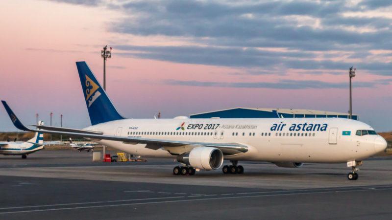 Die Schwester Boeing 767 (P4-KEC) am Flughafen von Astana