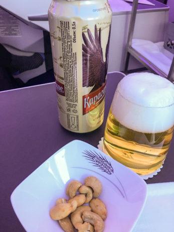 Kasachisches Bier und ein paar Nüsse