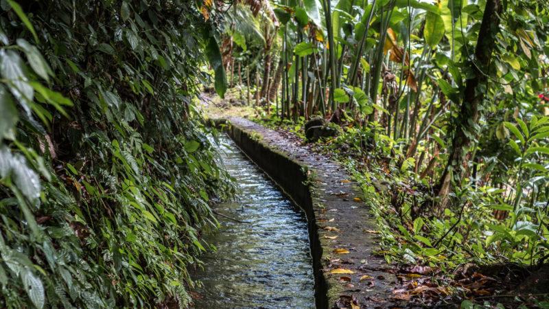Der Canal de Beauregard führt direkt am Maison Rousse vorbei