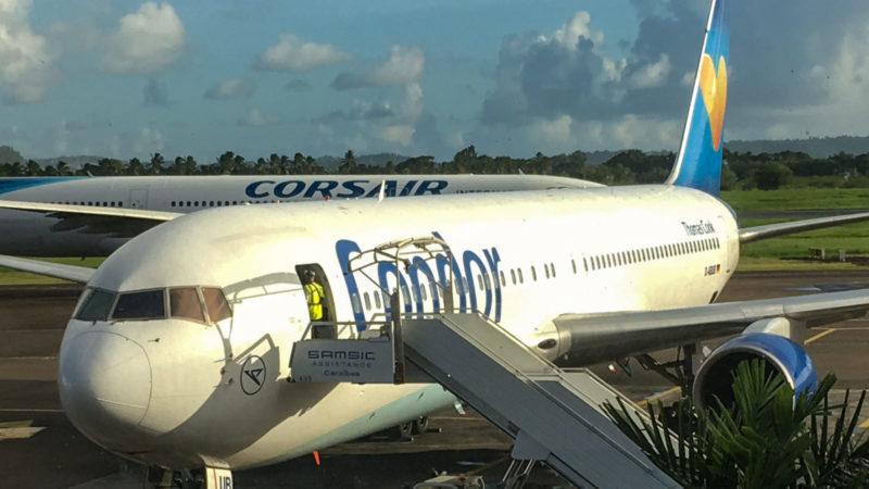 Die Boeing 767 (D-ABUB) der Condor auf dem Vorfeld des Flughafens Fort-de-France (FDF) auf Martinique