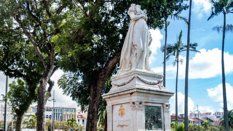 Die kopflose Statue von Kaiserin Joséphine im Zentrum von Fort-de-France