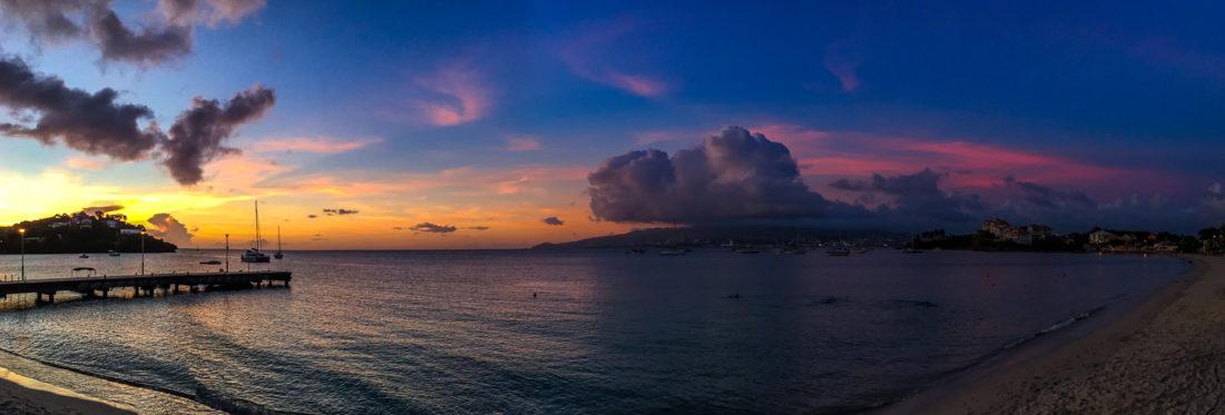 Sonnenuntergangs-Panorama der Anse Mitan