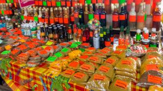 Gewürze in der Markthalle von Fort-de-France