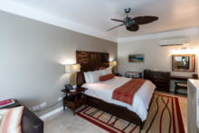 Das Bett in der Anthurium Pool Suite im Spice Island Beach Resort