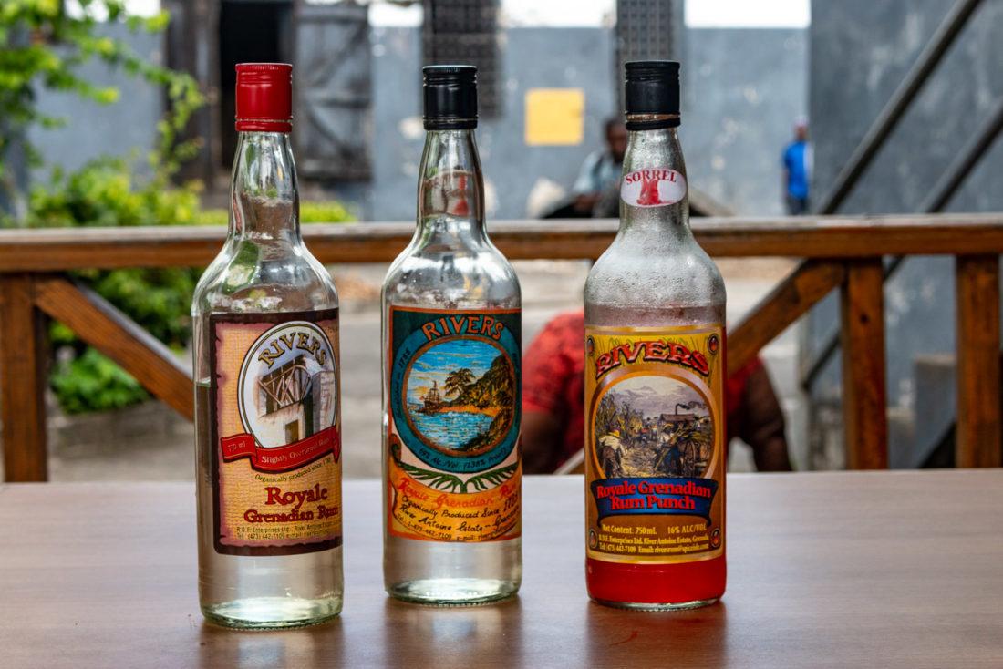 Die Rum-Sorten, die in der River Antoine Rum Distillery auf Grenada hergestellt werden: 75%, 69% (für die Touristen) und Rum-Punsch