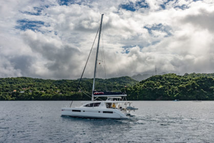Moorings-Katamaran auf See