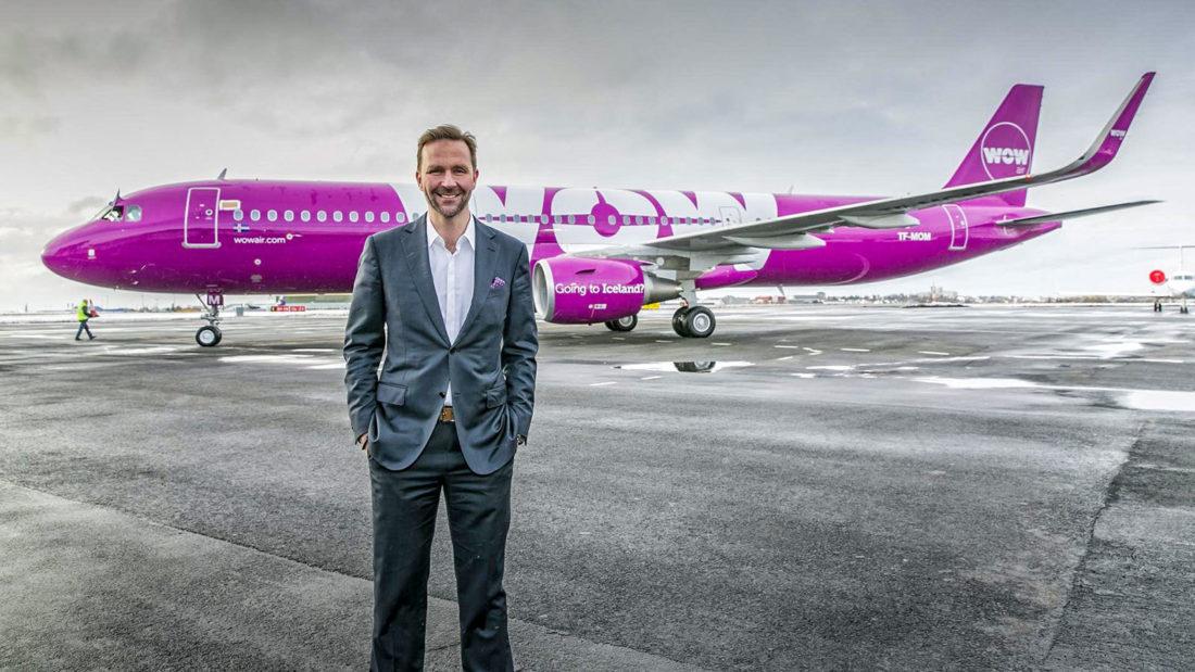 Airline-Gründer Skuli Mogensen vor einem WOW Air Airbus A321 (TF-MOM); Foto: WOW Air