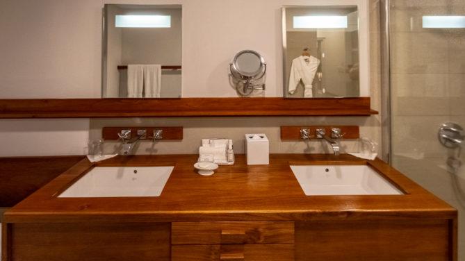 Badezimmer der Deluxe Suite im Calabash