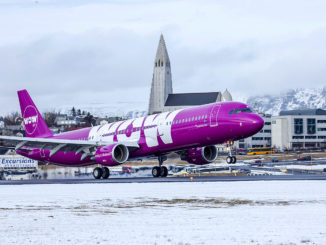 Ein Airbus A321 (TF-MOM) der WOW Air landet in Keflavik; Foto: WOW Air