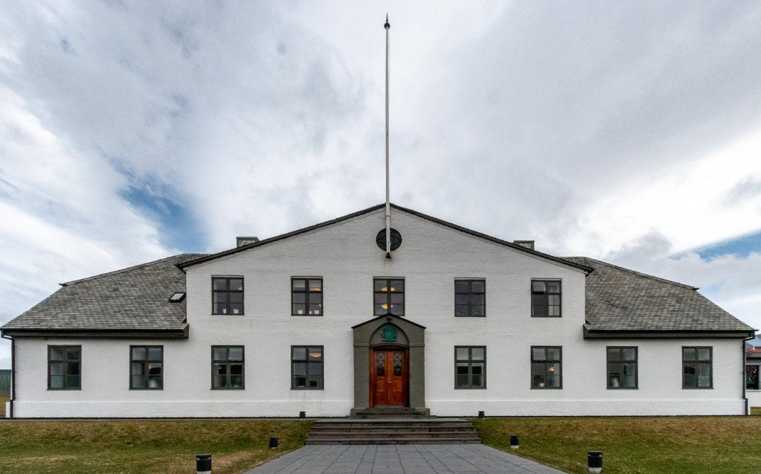 """Das """"Weiße Haus"""" von Reykjavik - der Sitz des isländischen Ministerpräsidenten war früher ein Gefängnis"""