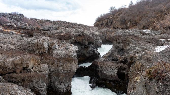 Der Barnafoss-Wasserfall