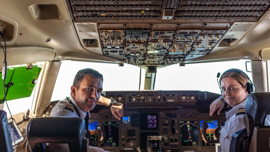 Der Erstflug der Icelandair von Düsseldorf nach Keflavik wurde von Captain Petur Lentz und First Officer Elin Petursdottir durchgeführt; Foto: Tanja Neumann, www.vielweib.de