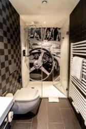 """Das Bad im """"italienischen"""" Themen-Zimmer im V8-Hotel Köln"""