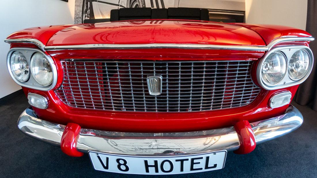 Das Fußende des Bettes ist die Frontpartie eines Fiat 1300