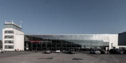 Der alte Flugzeug-Hangar des Flughafens Butzweiler Hof beherbergt nun die Motorworld mit der Michael-Schumacher-Private-Collection