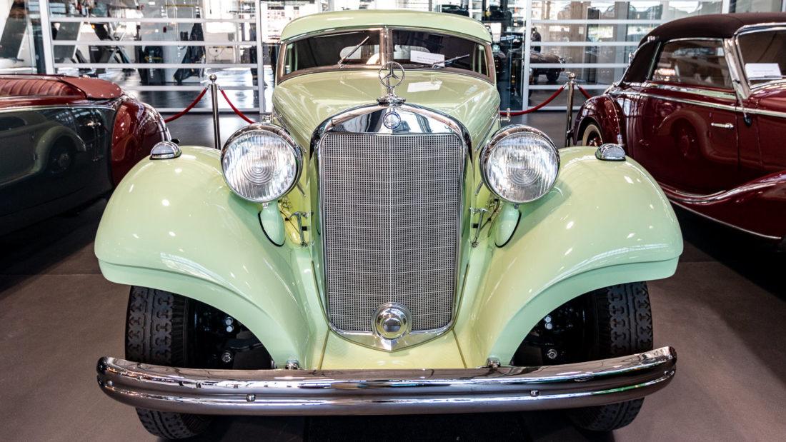 Einer der automobilen Schätze, die in der Motorworld Köln zum Verkauf angeboten werden