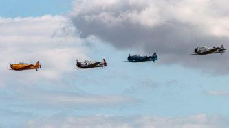 """Eine Staffel North American T-6 """"Texan"""" auf der Air Legend 2019 in Melun-Villaroche"""