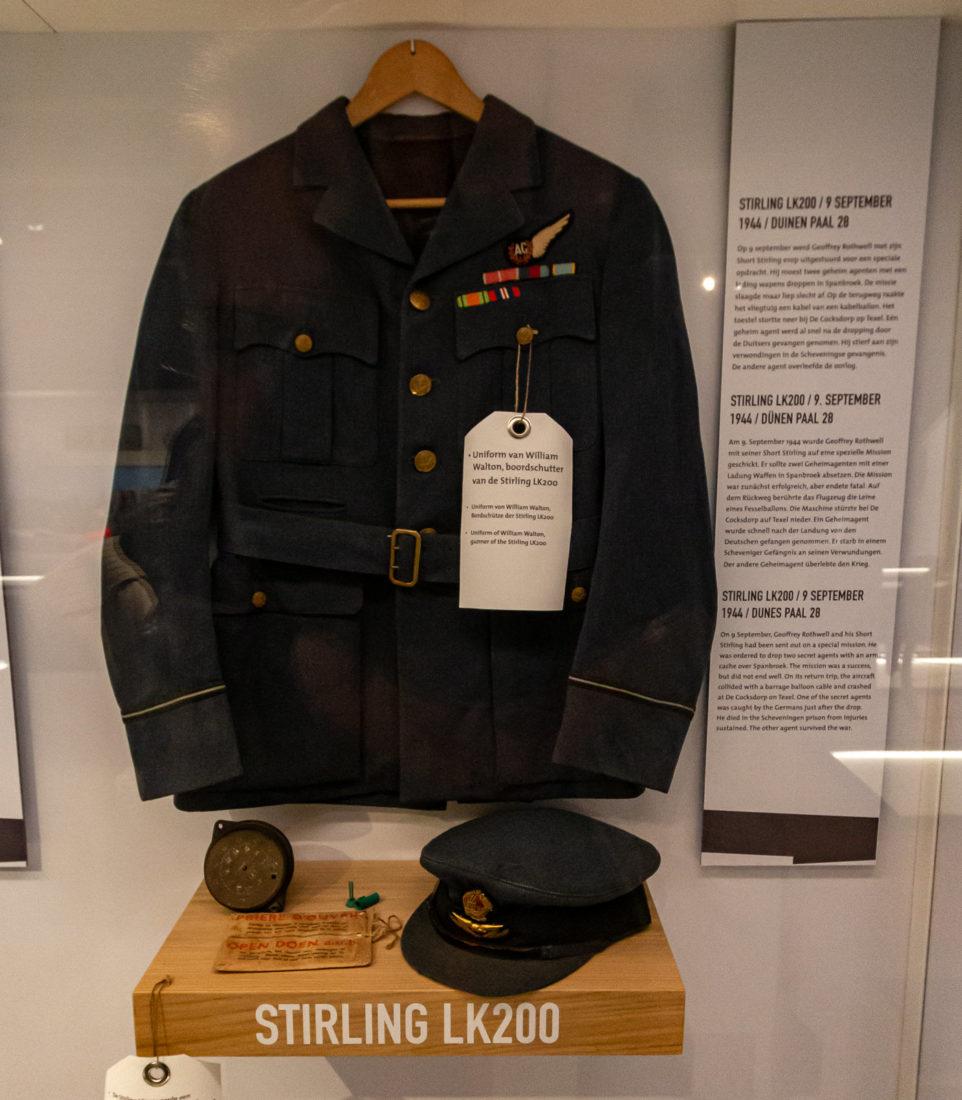 Die Uniform eines Bordschützen einer über Texel abgestürzten Stirling LK200