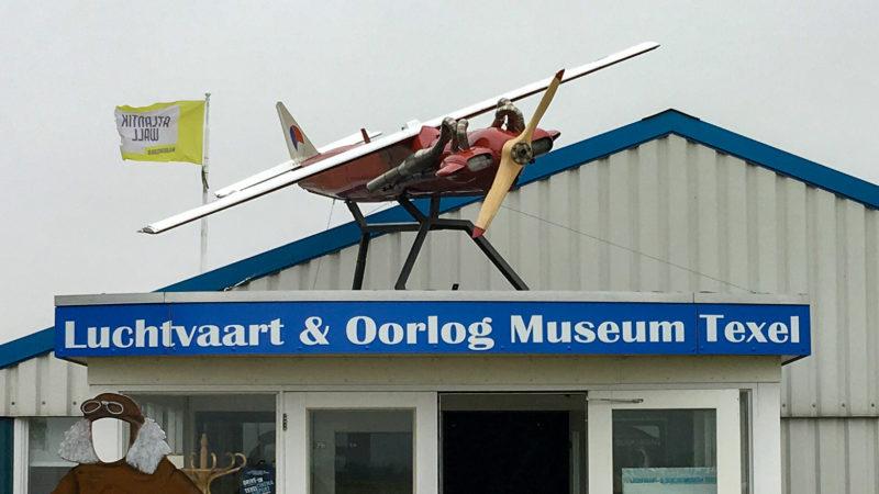 Eingang zum Luftfahrt- und Kriegsmuseum Texel