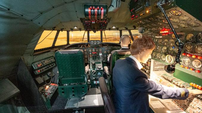 Nachbau des Cockpits einer Lockheed L-1049 Super Constellation